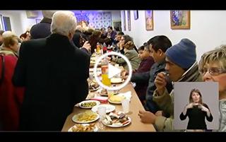 El cardenal Osoro visita el comedor social Ave María