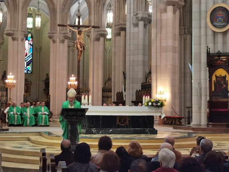 misa nuncio bernardito auza catedral altar