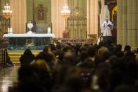 La catedral acoge una nueva vigilia de oración de jóvenes con el arzobispo