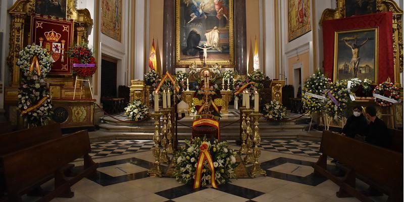 El cardenal Osoro acude a la capilla ardiente del arzobispo castrense