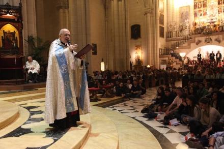 El arzobispo de Madrid en la Vigilia de Oración con jóvenes: «Unidos a Dios nos enriquecemos»