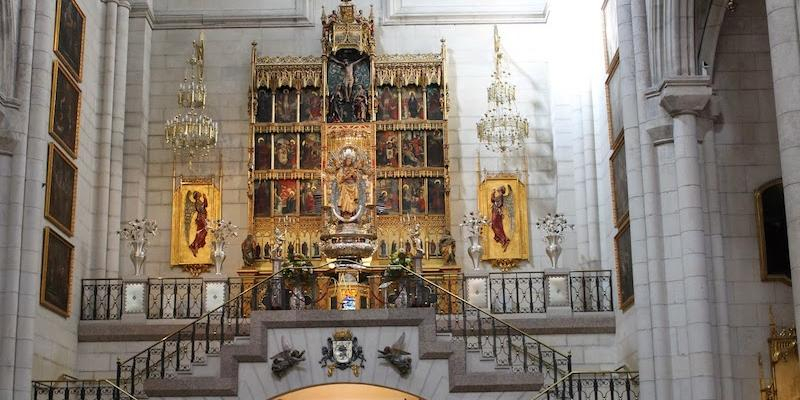 El cardenal Osoro preside en el altar de la Almudena una Misa por los fallecidos del mundo del deporte a causa del COVID-19