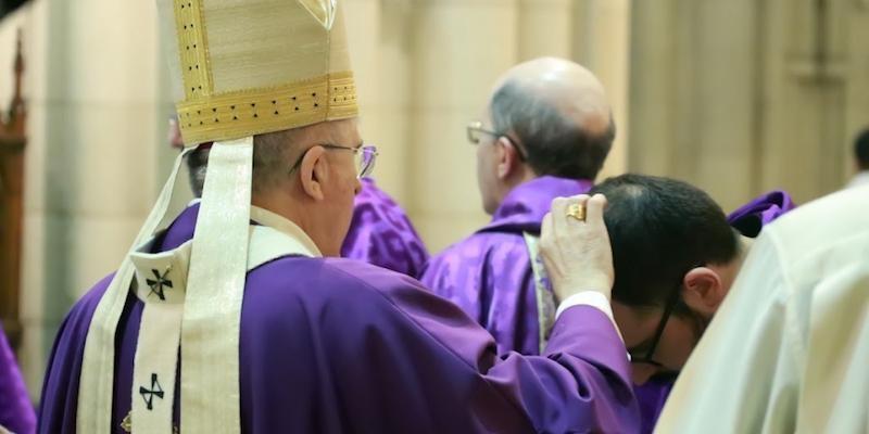 El cardenal Osoro inaugura la Cuaresma con una Misa en la catedral en el Miércoles de Ceniza