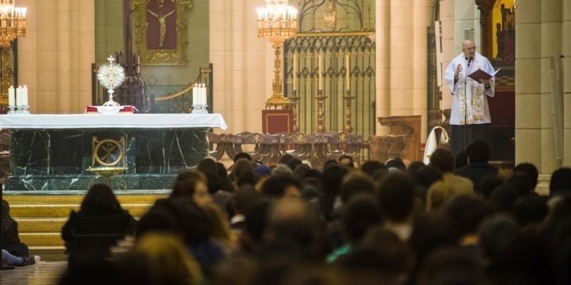 El primer viernes de julio se reanudan las vigilias de oración con jóvenes en la catedral