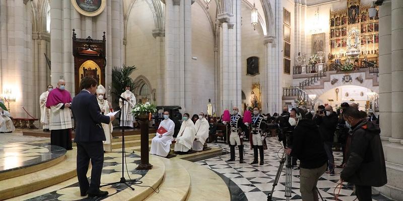 Almeida renueva el Voto de la Villa: «Nuestra Señora de la Almudena, que nos infundáis a todos los madrileños esperanza»