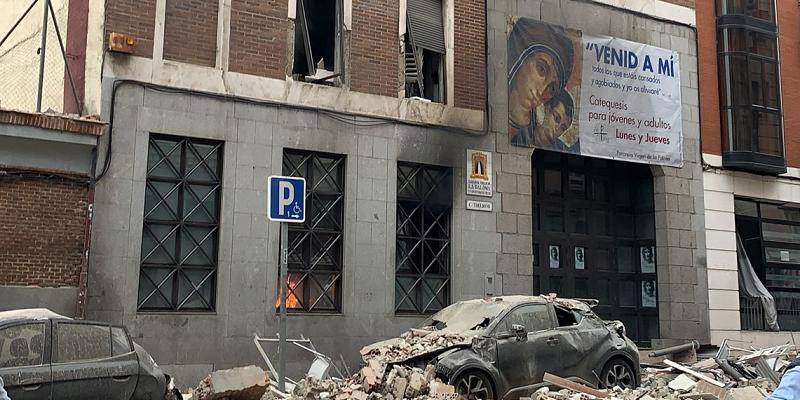Fuerte explosión en un edificio de la parroquia Virgen de la Paloma